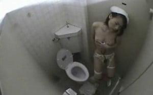 聴診器を使いながらトイレでオナニーする淫乱ナースを隠し撮り