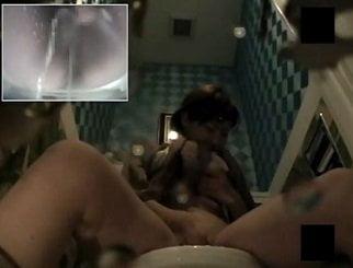 ウォシュレットを使いながらトイレでマジイキオナニーする女子を隠し撮り