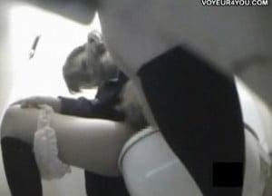 公衆トイレで声を潜めながらオナニーで悶える制服姿のJKを隠し撮り