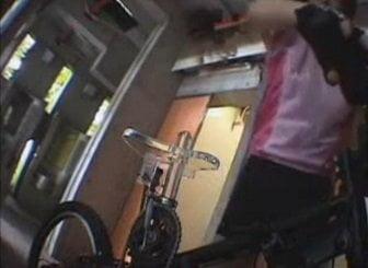 サドルにこんな突起物が付いた自転車を運転しながらオナニーすると…