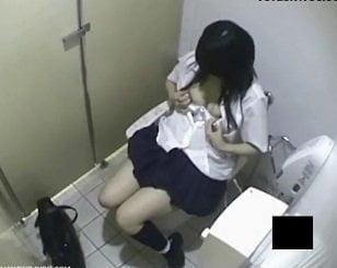 下校途中らしきJKが女子トイレでオナニーしてる一部始終を盗撮