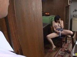 台所でバイブオナニーする熟女…あれ?息子の友達に覗かれてる!