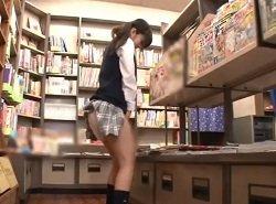 本屋でエロ雑誌を見て興奮したJKが持参したバイブでオナニー