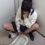 無修正-トイレでこっそりオナニーで痙攣イキするJKを隠し撮り