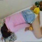 妹の部屋でエロ本を見つけた姉のぬいぐるみ擦り付けオナニー