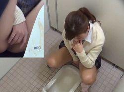 無修正-公衆トイレオナニーでビクイキ痙攣するJKを隠し撮り
