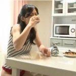 焼け酒していた人妻が激しい指ズボオナニーでイキ果てる