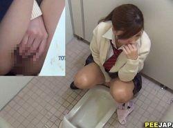 無修正-扉の外を気にしながら個室トイレでオナニーするJKを隠し撮り