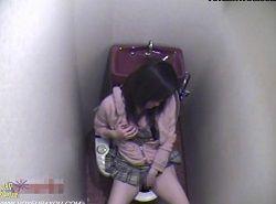 部屋の中でオナニーできない女子のトイレオナニー姿を隠し撮り