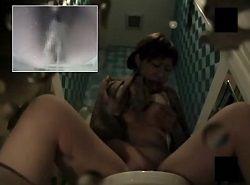 トイレでビデと指の同時オナニーしながら悶絶アクメするギャルを隠し撮り