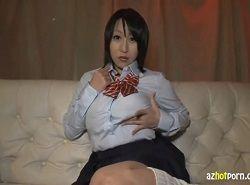 制服姿でHなTバックずらし指クチュオナニーする前田優希