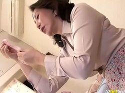 息子の精子入りコンドームを見た熟女母の興奮乱れオナニー