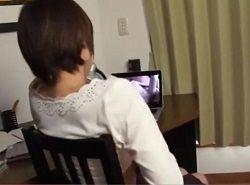 息子の部屋を掃除中にエロDVDを見つけ鑑賞オナニーする熟女母